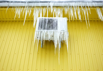 Will low refrigerant cause a heat pump to freeze?